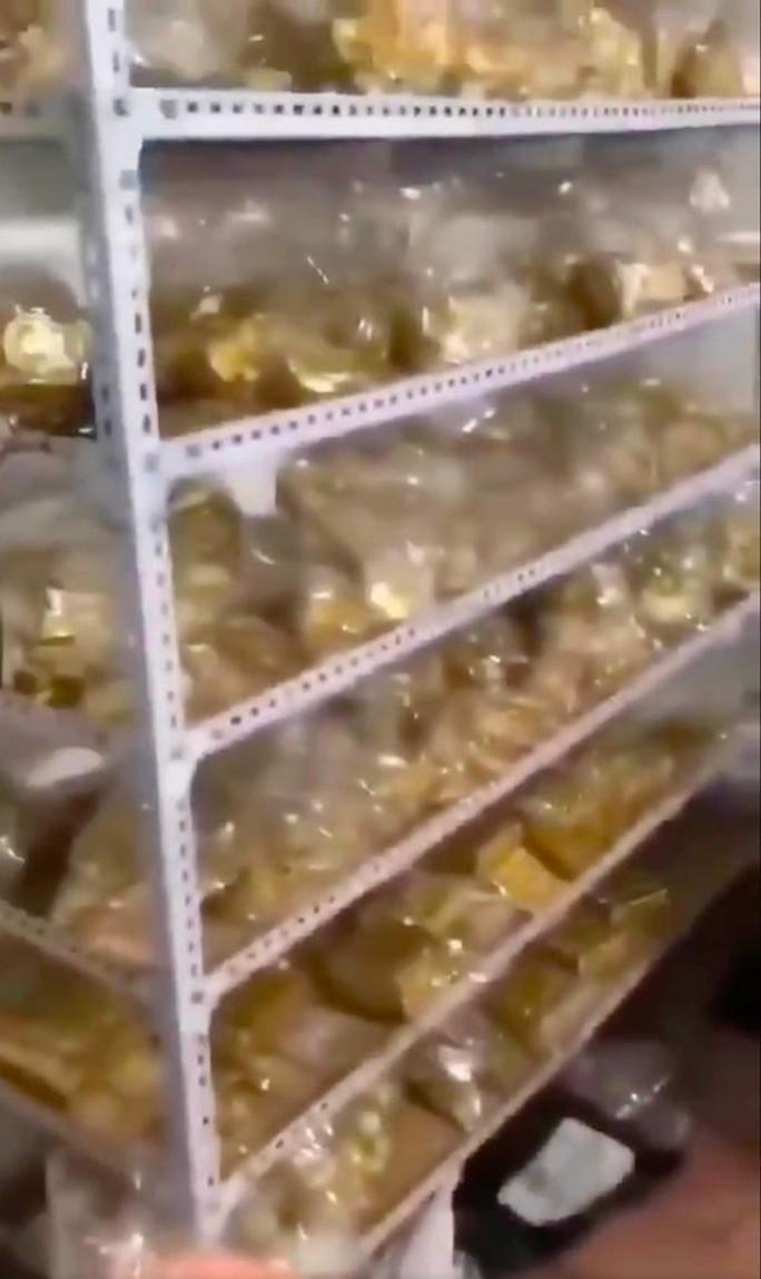 Tìm thấy 13,5 tấn vàng trong nhà cựu thị trưởng Trung Quốc - Ảnh 4.