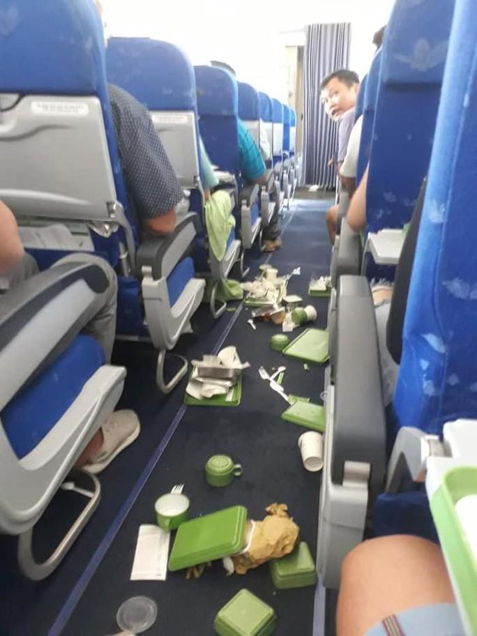 Nguyên nhân máy bay Bamboo Airways từ TP HCM đi Hà Nội bị rung lắc - Ảnh 1.