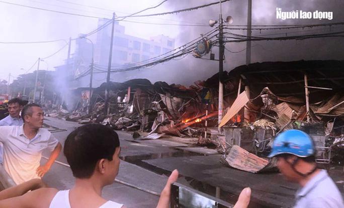 Cháy chợ Còng ở Thanh Hóa, 260 ki-ốt bị thiêu rụi, thiệt hại tiền tỉ - Ảnh 5.