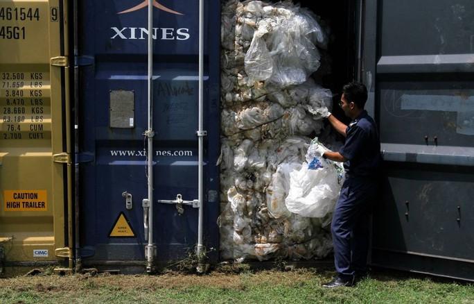 Malaysia: Nan giải rác thải bất hợp pháp vô thừa nhận - Ảnh 1.