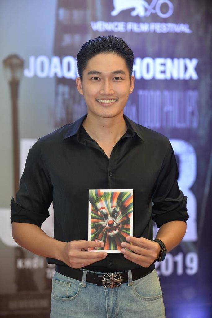 Nghệ sĩ trẻ tề tựu thưởng thức phim đoạt giải Sư tử vàng- JOKER - Ảnh 15.