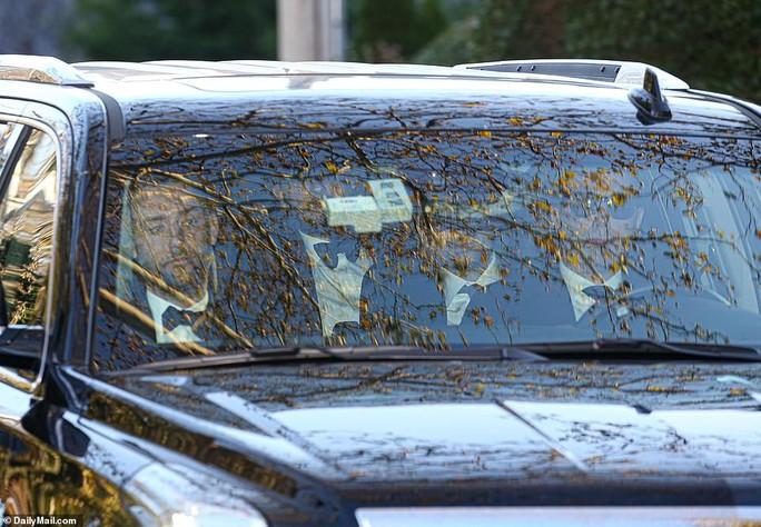 Mỹ nhân Jennifer Lawrence lên xe hoa ở tuổi 29 - Ảnh 3.
