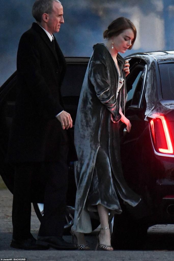Mỹ nhân Jennifer Lawrence lên xe hoa ở tuổi 29 - Ảnh 6.