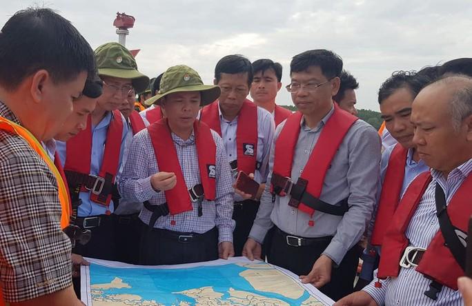 Vì sao Bộ trưởng Bộ GTVT đến hiện trường vụ chìm tàu container ở Cần Giờ? - Ảnh 2.