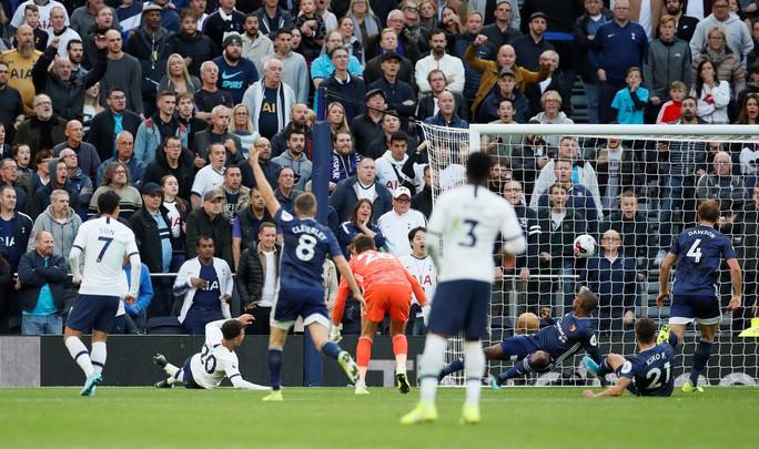 Tottenham được bẻ còi giải cứu, VAR xin lỗi người hâm mộ Anh - Ảnh 4.