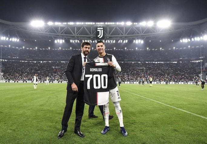 Juventus tặng quà độc, Ronaldo bùng nổ với bàn thắng 701 - Ảnh 2.