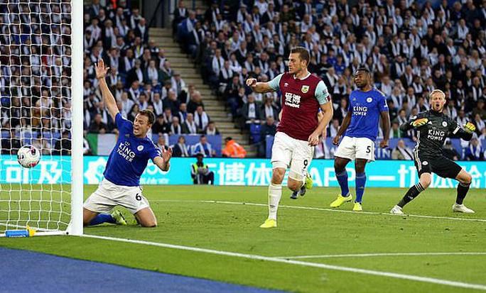 Tottenham được bẻ còi giải cứu, VAR xin lỗi người hâm mộ Anh - Ảnh 8.