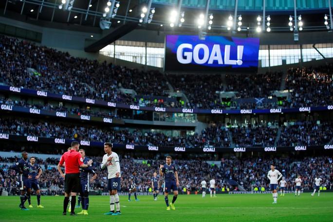 Tottenham được bẻ còi giải cứu, VAR xin lỗi người hâm mộ Anh - Ảnh 6.