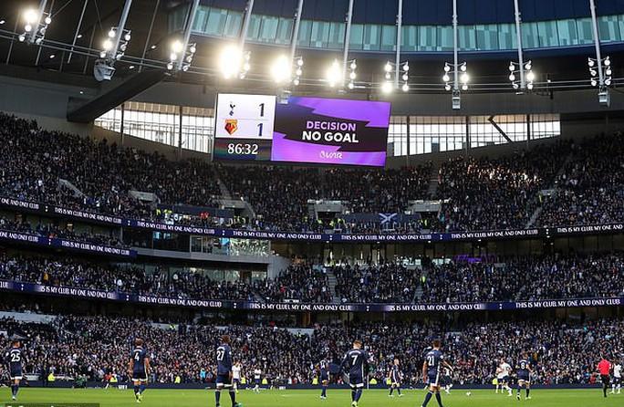 Tottenham được bẻ còi giải cứu, VAR xin lỗi người hâm mộ Anh - Ảnh 5.
