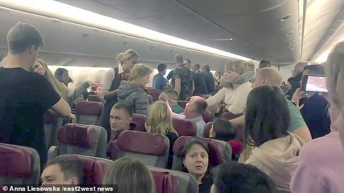 """Hành khách Nga hoảng loạn trên """"chuyến bay từ địa ngục"""" - Ảnh 1."""