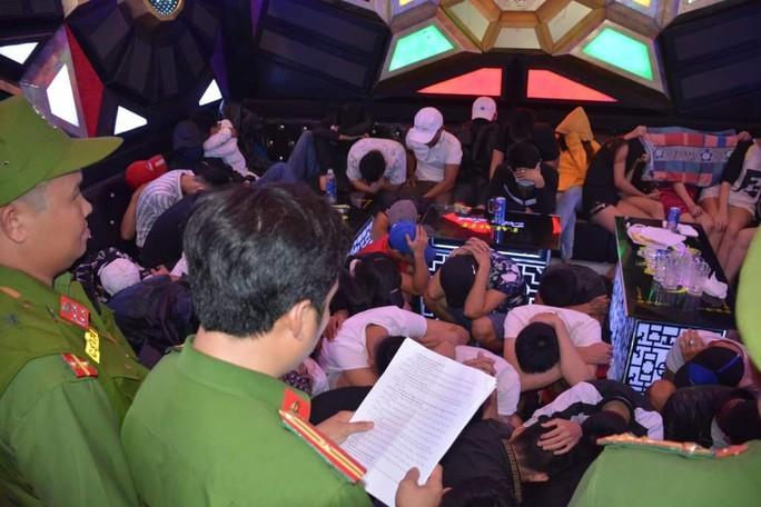 Lại phát hiện 68 thanh niên phê ma túy trong quán karaoke ở Quảng Nam - Ảnh 2.
