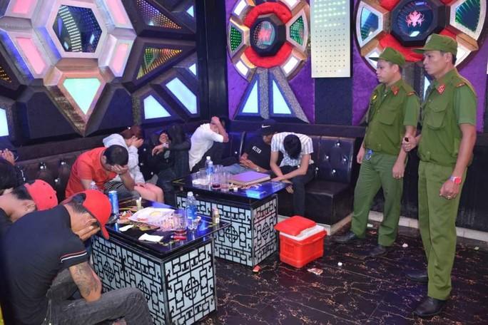 Lại phát hiện 68 thanh niên phê ma túy trong quán karaoke ở Quảng Nam - Ảnh 1.