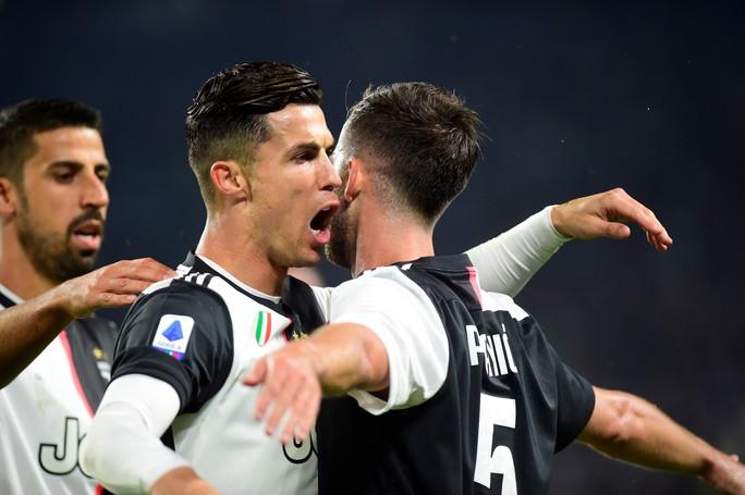 Juventus tặng quà độc, Ronaldo bùng nổ với bàn thắng 701 - Ảnh 6.