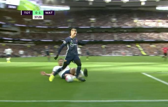 Tottenham được bẻ còi giải cứu, VAR xin lỗi người hâm mộ Anh - Ảnh 1.