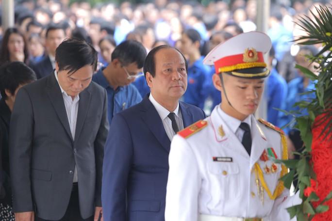 Hàng ngàn người tiễn biệt cố Thứ trưởng Lê Hải An - Ảnh 18.