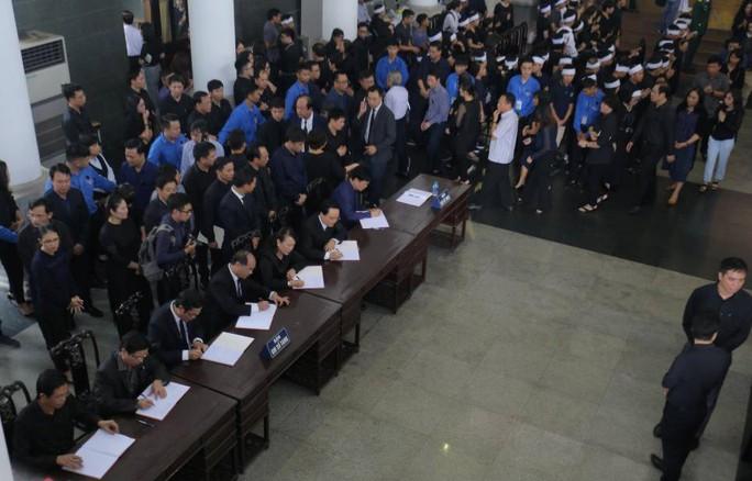 Hàng ngàn người tiễn biệt cố Thứ trưởng Lê Hải An - Ảnh 14.