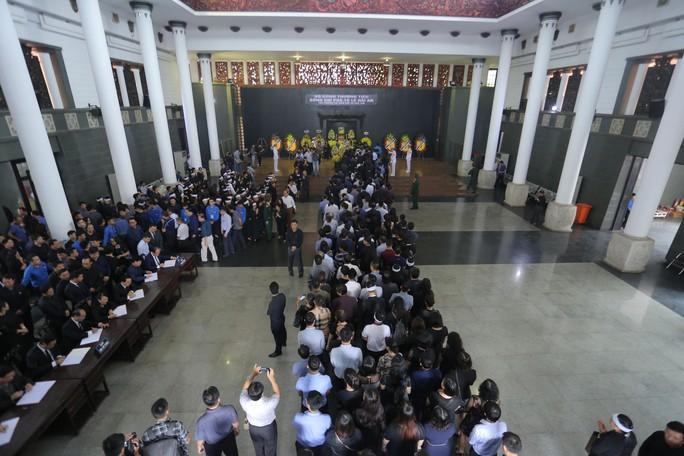 Hàng ngàn người tiễn biệt cố Thứ trưởng Lê Hải An - Ảnh 3.
