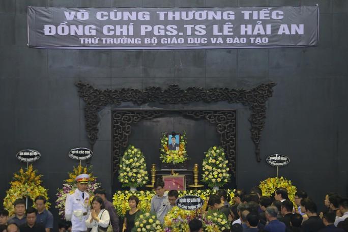 Hàng ngàn người tiễn biệt cố Thứ trưởng Lê Hải An - Ảnh 2.