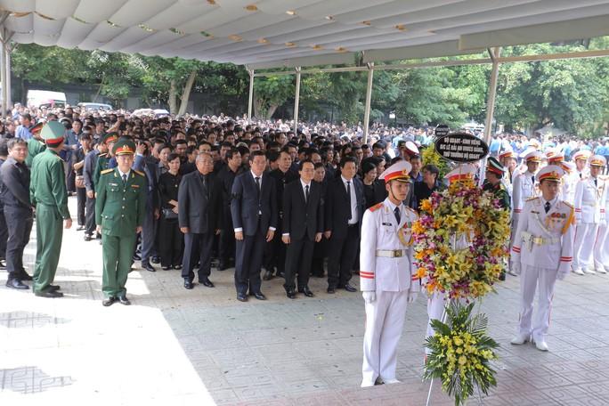 Hàng ngàn người tiễn biệt cố Thứ trưởng Lê Hải An - Ảnh 9.