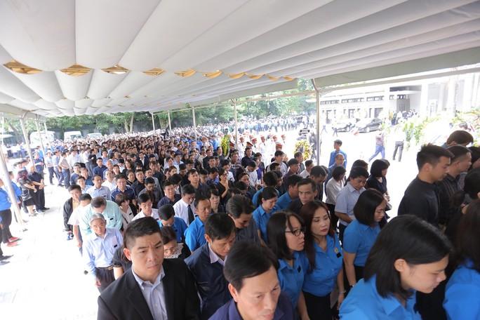Hàng ngàn người tiễn biệt cố Thứ trưởng Lê Hải An - Ảnh 24.