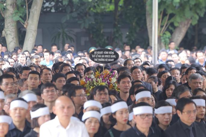 Hàng ngàn người tiễn biệt cố Thứ trưởng Lê Hải An - Ảnh 8.