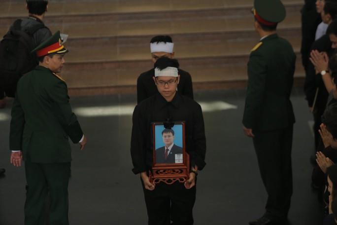 Hàng ngàn người tiễn biệt cố Thứ trưởng Lê Hải An - Ảnh 36.
