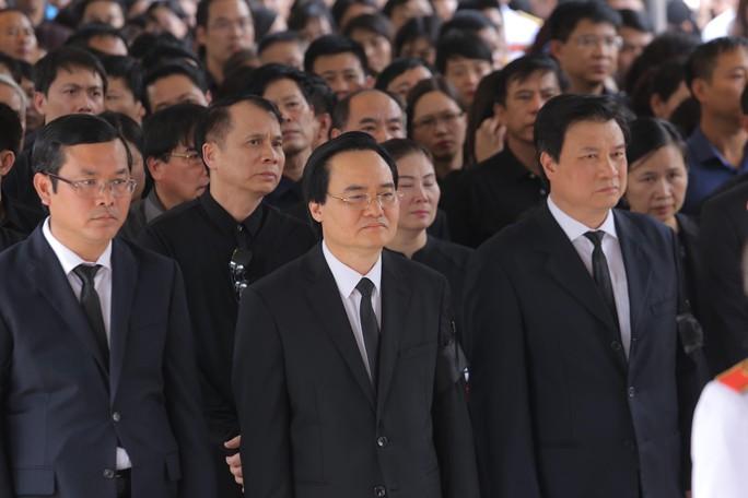 Hàng ngàn người tiễn biệt cố Thứ trưởng Lê Hải An - Ảnh 10.