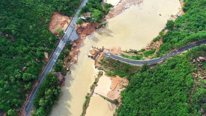 Khánh Hòa: Cầu vừa xây xong lại bị gãy - Ảnh 1.