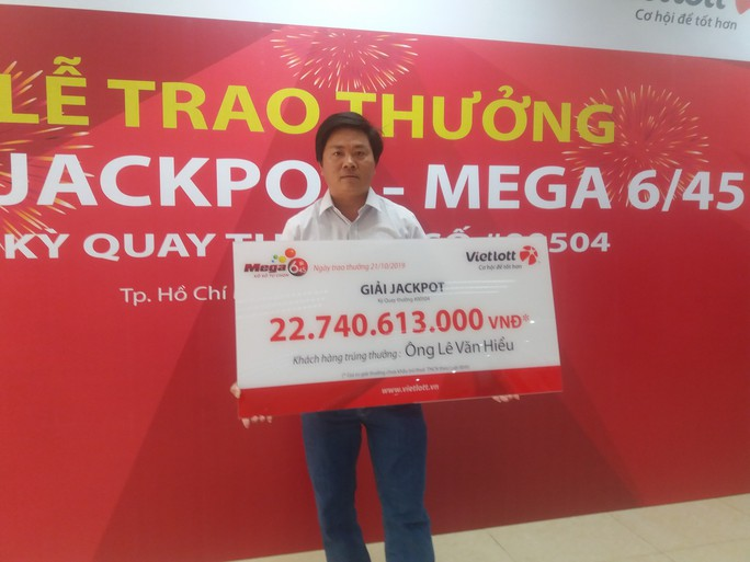 Người hai lần công khai danh tính trúng Jackpot nhận thưởng hơn 22,7 tỉ đồng - Ảnh 1.