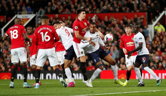 Nghẹt thở đại chiến, Liverpool suýt thua Man United tại Old Trafford - Ảnh 1.
