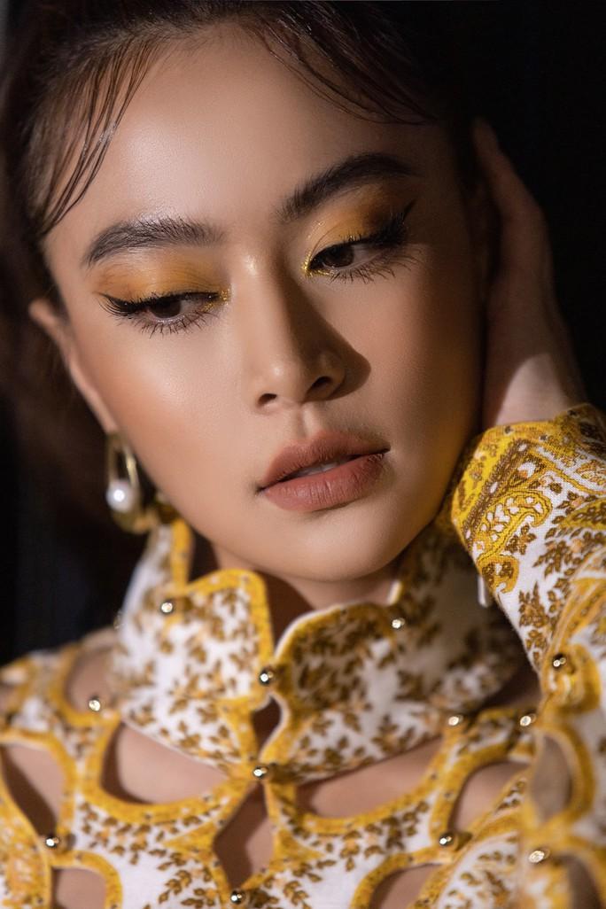 Hoàng Thùy Linh muốn phụ nữ bứt ra khỏi nước mắt và sự chịu đựng - Ảnh 2.