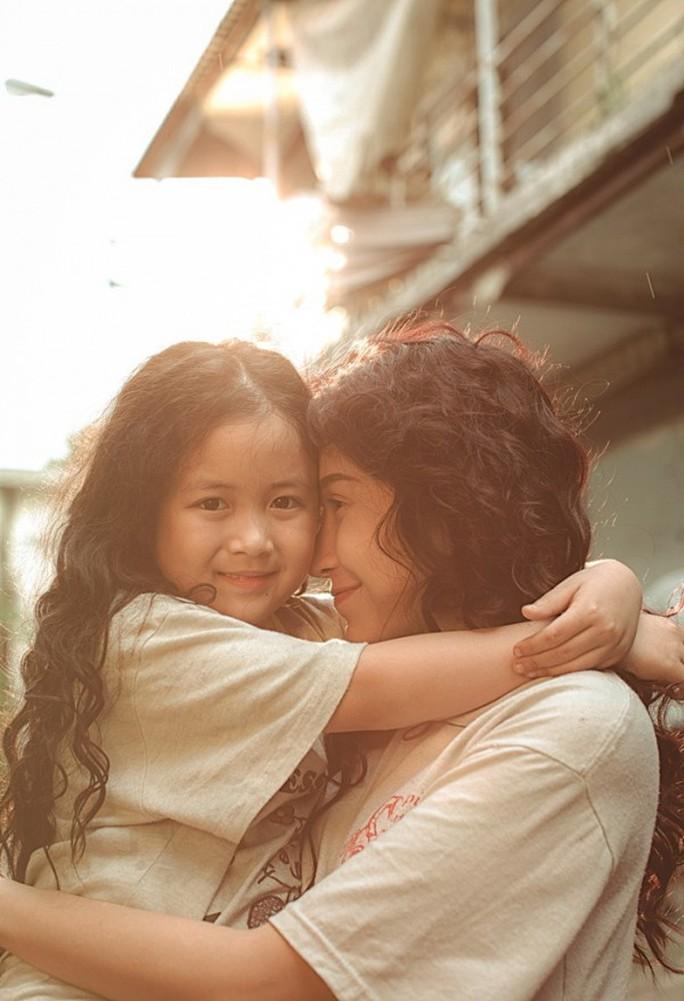 Khả Như và bé Ngân Chi hóa mẹ con bá đạo - Ảnh 6.