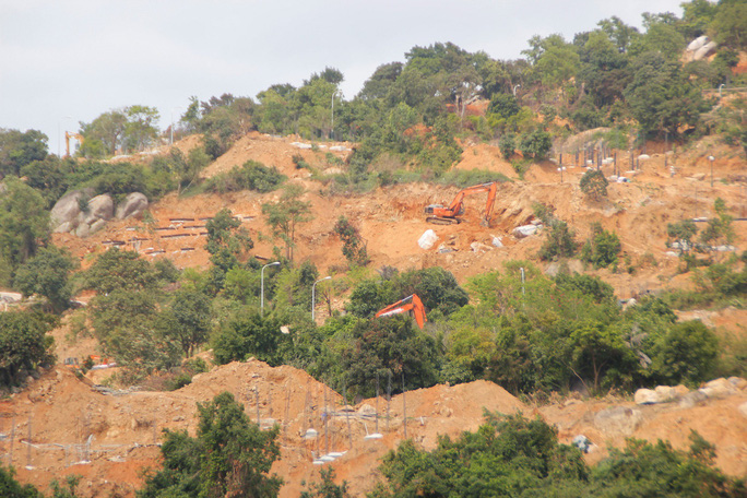 Cận cảnh hàng loạt dự án đang băm nát Bán đảo Sơn Trà - Ảnh 3.