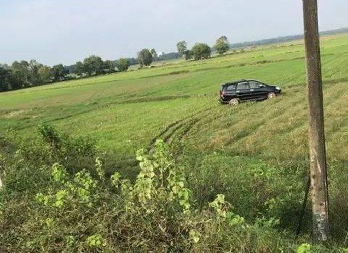 Xe máy nát bét sau cú tông vào xe tải, thanh niên tử nạn - Ảnh 3.