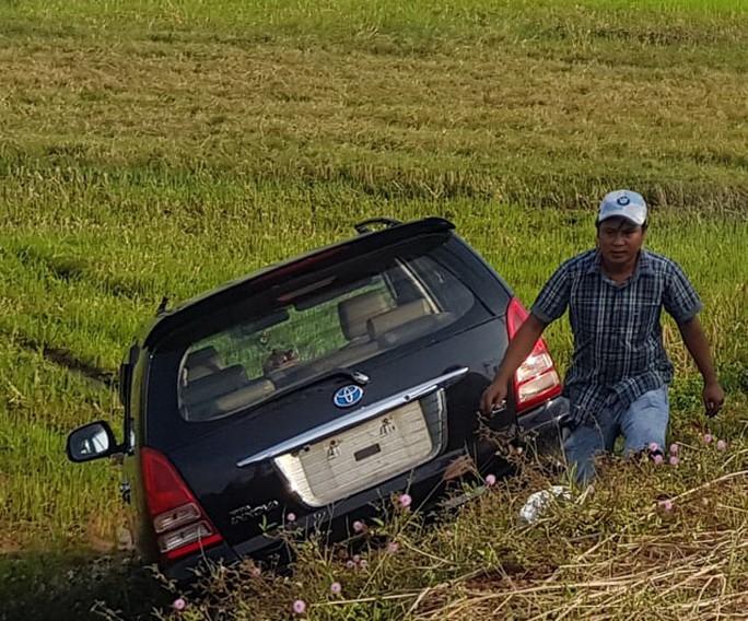Xe máy nát bét sau cú tông vào xe tải, thanh niên tử nạn - Ảnh 2.