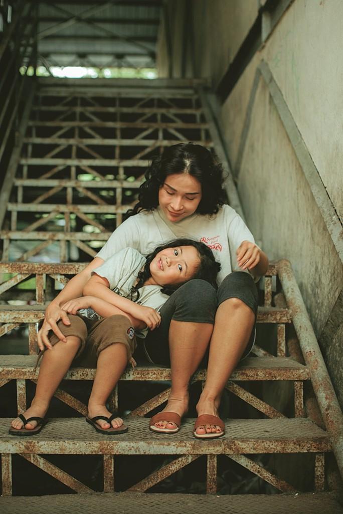 Khả Như và bé Ngân Chi hóa mẹ con bá đạo - Ảnh 3.
