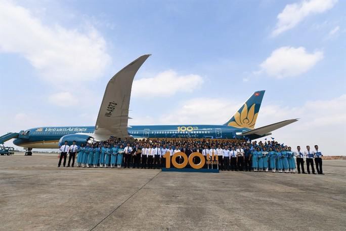 Phó Thủ tướng ngồi thử siêu máy bay, chiếc máy bay thứ 100 của Vietnam Airlines - Ảnh 8.