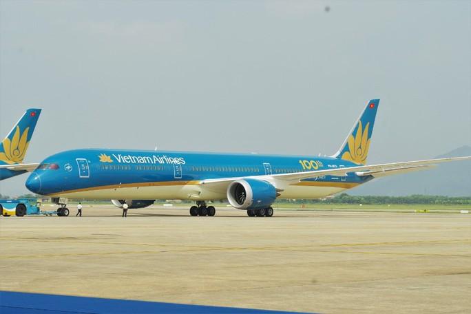 Phó Thủ tướng ngồi thử siêu máy bay, chiếc máy bay thứ 100 của Vietnam Airlines - Ảnh 9.