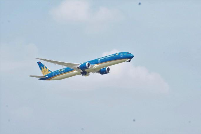 Phó Thủ tướng ngồi thử siêu máy bay, chiếc máy bay thứ 100 của Vietnam Airlines - Ảnh 10.