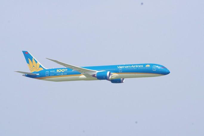Phó Thủ tướng ngồi thử siêu máy bay, chiếc máy bay thứ 100 của Vietnam Airlines - Ảnh 11.