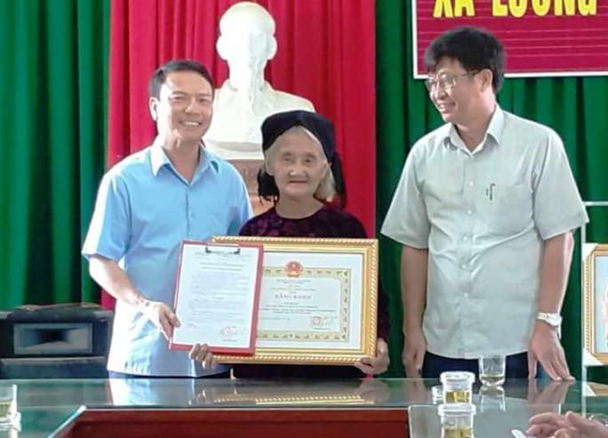 Cụ bà 83 tuổi xin thoát nghèo được Chủ tịch tỉnh Thanh Hóa tặng bằng khen - Ảnh 2.