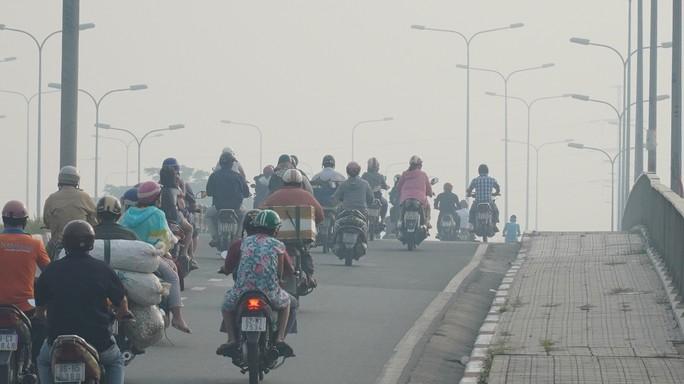 Bầu trời TP HCM lại chuyển màu, cảnh báo ô nhiễm - Ảnh 4.
