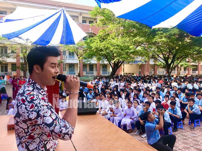 NSƯT Phương Hồng Thủy, nghệ sĩ Võ Minh Lâm gìn giữ tinh hoa Việt - Ảnh 6.