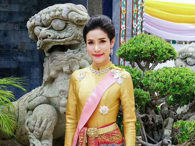 Hoàng quý phi Thái Lan bị phế truất vì tranh ngôi hoàng hậu - Ảnh 3.