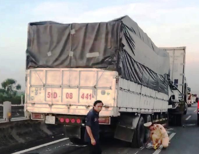 Tai nạn nghiêm trọng trên cao tốc TP HCM - Trung Lương, đoạn qua Bến Lức - Ảnh 1.