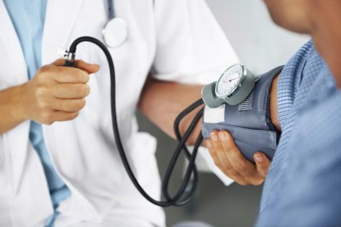 Chuyện nhỏ giúp người cao huyết áp giảm nguy cơ đột quỵ 49% - Ảnh 1.