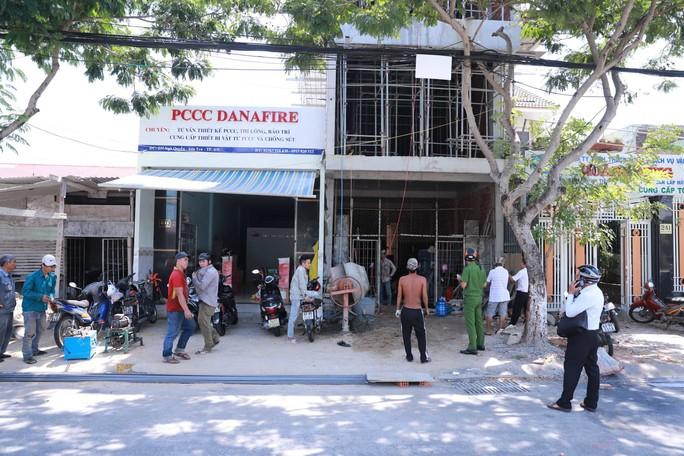 Đà Nẵng: Lại xảy vụ thi công đụng dây điện, một công nhân bị thương nặng - Ảnh 1.