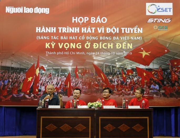 Cuộc thi sáng tác Bài hát cổ động bóng đá Việt Nam: Tăng tốc về đích - Ảnh 1.
