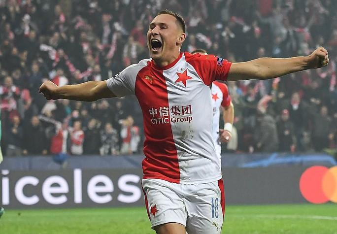Người nhện Ter Stegen tỏa sáng, Barcelona thắng nhọc nhằn ở Prague - Ảnh 3.