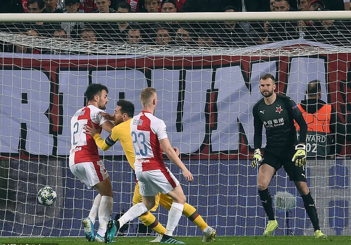 Người nhện Ter Stegen tỏa sáng, Barcelona thắng nhọc nhằn ở Prague - Ảnh 2.